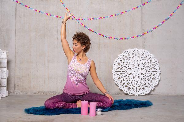 The Spirit of OM Yoga Top Bakti in 2 verschiedenen Farben